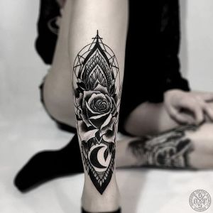 A gorgeous rose and crescent moon silhouette with exquisite geometry by Otheser (IG—otheser_dsts). #blackwork #geometric #illustrative #ornamental #Otheser #rose #shin