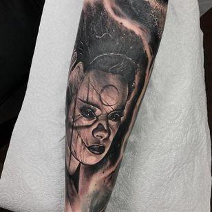 Bride of Frankenstein by Anrijs Strum (via IG-anrijsstraume) #brideoffrankenstein #realism #dark #portrait #blackandgrey #anrijsstraume
