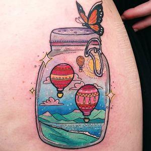Hot air ballons inside a jar (via IG—amandajtoner) #masonjar #jartattoo #sceneinsideajar