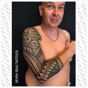 A stunning Polynesian sleeve via Jeroen Franken (IG—jeroenfranken). #blackwork #geometric #JeroenFranken #Polynesian #traditional #tribal