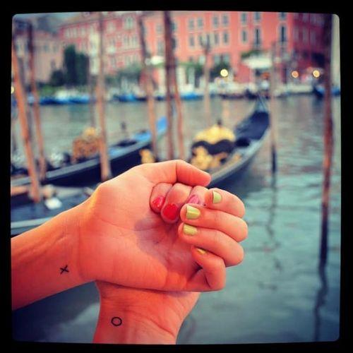 XO couple tattoos with romantic Venice background via @racey2628 on Instagram #coupletattoos #coupletattoos #matchingtattoos #romantic #tattooedcouple #lovetattoos #Venice #Europe #Italy #travel #XO #gondola