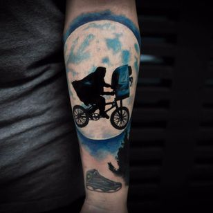 E.T.: O Extraterrestre, de Steven Spielberg (1982) #BangBangNYC #StrangerThings #referencia #reference #et #stevenspielberg #classico #80s #movie #filme #bicicleta #bike #moon #lua #moviescene #cenadefilme