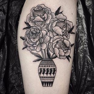 Kitty flowers tattoo by Suflanda #SusanneKonig #suflanda #blackwork #linework #dotwork #flowers #flower #vase #mouse #mice #cat #kitty #peony #rose #leaves #nature #animal #besttattoos #tattoooftheday