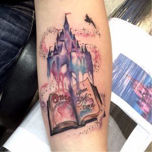 Sabe quem fez essa tattoo? Conta pra gente! #LivroTattoo #diadolivro #book #booktattoo #Disney #DisneyTattoo #diadolivro