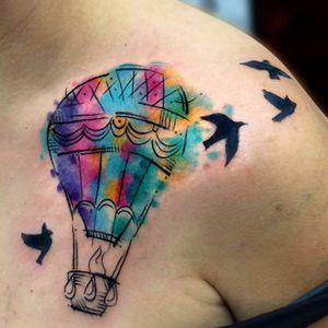 Passaros acompanhando! #chrisSantos #balão #baloon #liberdade #free #voar #TatuadoresDoBrasil #colorido #colorful #aquarela #watercolor #passaros #birds
