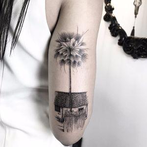 #SindyBrito #tatuadorasdobrasil #blackwork #delicadas #fineline #traçofino #cute #casa #house #arvore #tree