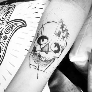 Caveira! #caveira #skull  #discretas #delicadas #delicate #minimalista #minimalist #fineline #MaiDalpiaz #brasil #brazil #portugues #portuguese