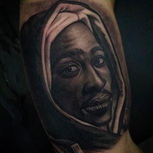 Rad Tupac tattoo by Juande Gambin. #juandegambin #portraittattoos #tupac