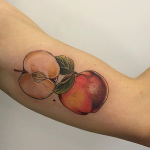 Apple and peach tattoo by vanessa.core #VanessaCore #peachtattoos #illustrative #painterly #watercolor #nature #apple #peach #fruit #foodtattoo #leaves