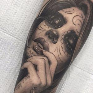Dia de los Muertos babe by Elvia Guadian #ElviaGuadian #blackandgrey #realism #realistic #hyperrealism #portrait #hand #lips #eyes #sugarskull #diadelosmuertos #ladyhead #lady #face #tattoooftheday