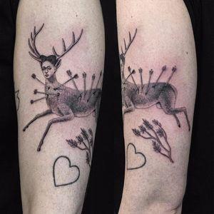 Love goes deep for Frida by Sven Rayen #SvenRayen #blackandgrey #illustrative #painting #FridaKahlo #deer #portrait #arrows #antlers #branch #nature #animal #heart #fineart #art #linework #tattoooftheday