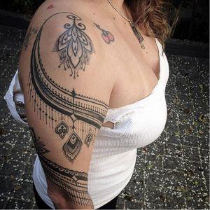 Ornamental tattoo by Pedro Contessoto #PedroContessoto #ornamental #blackwork