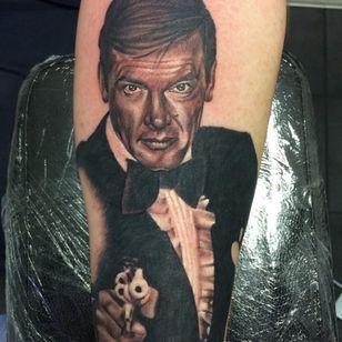 Roger Moore as James Bond by Paul Boxall (Via IG - paulboxalltattoo) #007 #RogerMoore
