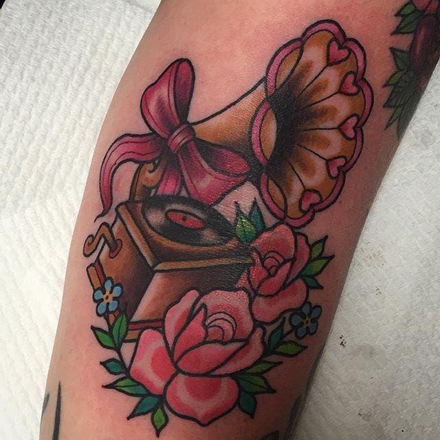 Gramophone and flowers tattoo by Sami Locke. #traditional #flowers #gramophone #SamiLocke