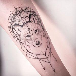 Abstract wolf by Melina Wendlandt via instagram xoxotattoo #abstract #wolf #minimalistic #minimalism #lines #MelinaWendlandt