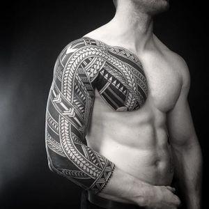 Colin Zumbro. (via IG - colinzumbro) #geometric #polynesian #blackwork #sleeve #largescale #colinzumbro