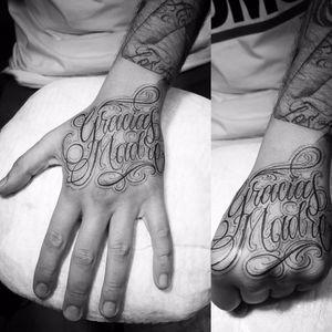 RG rasgado por Caio Cruz! #CaioCruz #tatuadoresbrasileiros #lettering #letteringtattoo #letteringartist #customlettering #graciasmadre #mom #momtattoo #family #familytattoo