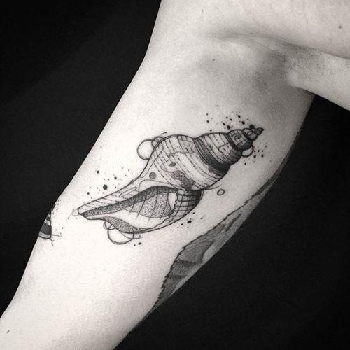 Conch Tattoo by Bernardo Lacerda #conch #conchtattoo #blackwork #blackworktattoo #blackink #blacktattoos #blackworkers #blackworkartist #BernardoLacerda