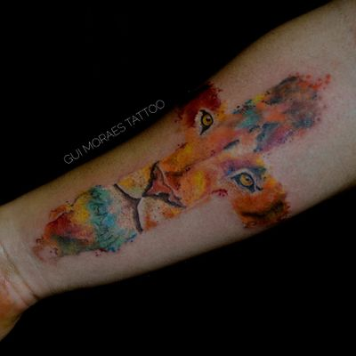 Por Guilherme Moraes #GuilhemeMoraes #brasil #brazil #brazilianartist #tatuadoresdobrasil #aquarela #watercolor #colorido #colorful #cruz #cross #lion #leao
