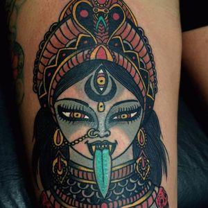 Essa tattoo com um toque tradicional ficou linda! #GonBuenafe #Kali #Cali #Kalitattoo #Calitattoo #hindu #hinduism #hindutattoo #cobra #snake #naja #lingua #tongue