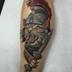 Neo Traditional Tattoo by Rodrigo Kalaka #NeoTraditional #NeoTraditionalTattoos #NeoTraditionalTattooing #NeoTraditionalArtists #BestArtists #RodrigoKalaka #cat #dagger #warrior