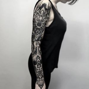 Absolutely kill sleeve of illustrative and geometric black and grey work by Otheser (IG—otheser_dsts). #blackandgrey #dark #geometric #largescale #mandala #Otheser #skull #wolf
