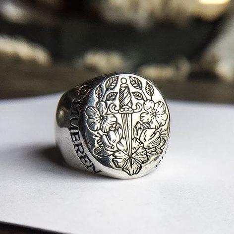 Kahlo Signet Ring by Digby and Iona (via IG-digbyandiona) #jeweler #jewelry #digbyandiona #oneofakind #AaronRuff #FridaKahlo