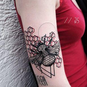 Bee tattoo by Jessica Svartvit #geometric #bee #JessicaSvartvit