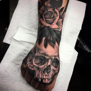 Tattooed skull and rose hand tattoo by Bobby Loveridge @bobbalicious_tattoo #black #blackandgray #churchyardtattoostudio #uk #skull #rose