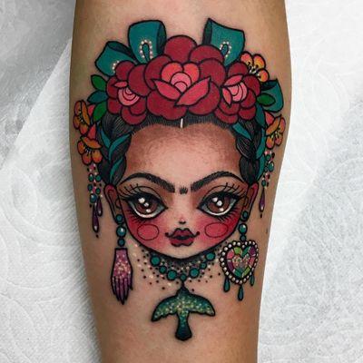 Tattoo by Roberto Euan #RobertoEuan #newtraditional #color #fridakahlo #flowers #heart #hand #bird #glitter #sparkle #portrait #artist #ornamental #jewelry #gem