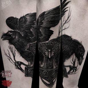 Huginn and Muninn Tattoo by Alex Underwood #thor# thorsravens #huginn #muminn #blackwork #blackworktattoo #blackworktattoos #blacktattoos #blackink #blackworkartists #AlexUnderwood