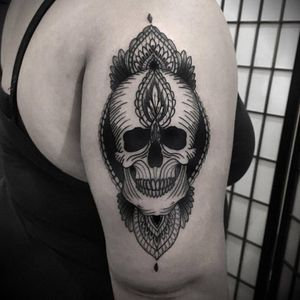 Skull tattoo by Nicola Mantineo #NicolaMantineo #blackwork #monochrome #monochromatic #dotwork #engraving #ornamental #skull