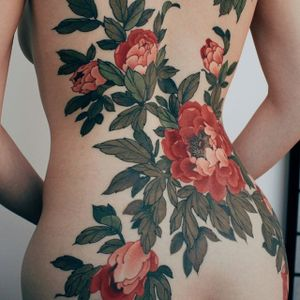 Floral back-piece by Jinpil Yuu #JinpilYuu #color #floral #flower #tattoooftheday