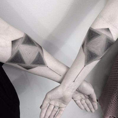 Matching geometry by Bartosz Jakub Namiotko #BartoszJakubNamiotko #blackwork #blackandgrey #geometric #geometry #pattern #triangle #linework #dotwork #matching #shapes #tattoooftheday