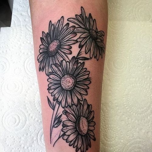 Fineline blackwork bunch of daisies tattoo by Guerra Stinger. #fineline #blackwork #daisy #flower #GuerraStinger