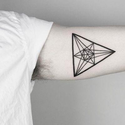 Triangles. (via IG - malwina8) #MalvinaMariaWisniewska #minimalist #blackwork #triangle