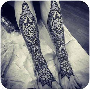 Mendhi-inspired leg pieces via @christianlanoutte #ChristianLanouette #mendhi