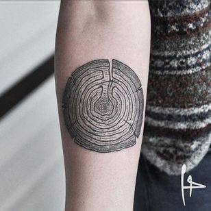 A labyrinth in a cut of wood by Harry Plane (IG—harry.plane). #blackwork #HarryPlane #maze #labyrinth