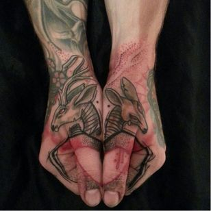 Rad finger tattoo by Mich Beck #MichBeck #graphic #artistic #thumb #deer #stag #hand #handtattoo