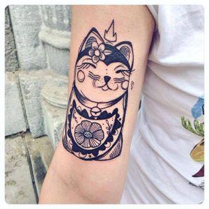 Lucky cat tattoo by Lia November #LiaNovember #illustrative #minimalistic #small #linework #luckycat #cat