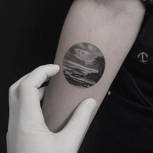 Vacation tattoo by Fillipe Pacheco #FillipePacheco #besttattoos #blackandgrey #realism #realistic #hyperrealism #island #ocean #palmtree #sky #oasis #vacation #tropical #beach #tattoooftheday