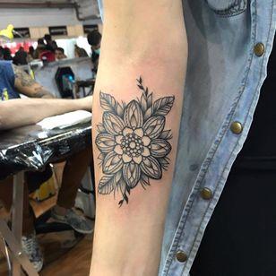 Mandala. #PamelaBranco #TatuadorasDoBrasil #delicadas #delicate #fofas #cute #mandala