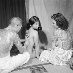 Two women being tattooed tebori style back in the early 1900s. #Irezumi #Japanese #tebori #traditional