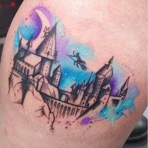 Por Josie Sexton! #JosieSexton #Hogwarts #hogwartscastle #HarryPotter #HarryPotterTattoo #aquarela #watercolor #aquarelatattoo #watercolortattoo #Hogwartstattoo
