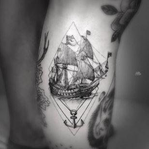 Antique ship tattoo by Mark Ostein #MarkOstein #blackworksubmission #blackwork #dotwork #lisbontattoo #blacktattooart #geometric #ship #antique #antiqueship #anchor #sea