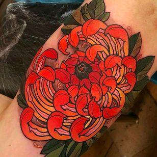 Clean and elegant looking chrysanthemum tattoo. #elliottwells #chrysanthemum #flower #oriental