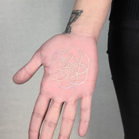 #BerkayYazıcı #whitetattoo #whiteink #tattoobranca #simbolo #symbol #mandala
