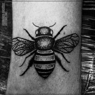 #FernandaVanDerBrooke #blackwork #tatuadorasbrasileiras #TatuadorasDoBrasil #abelha #bee