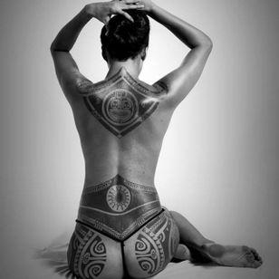 Polynesian back piece, Photo: Anapa Production #PatuMamatui #polynesiantattoo #tribaltattoo #polynesian #tribal