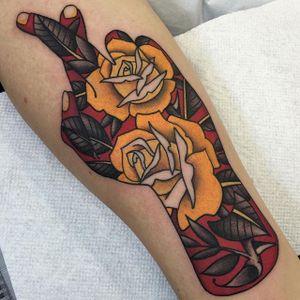 Fingers crossed... @shauntopper #shauntopper #traditional #hand #roses